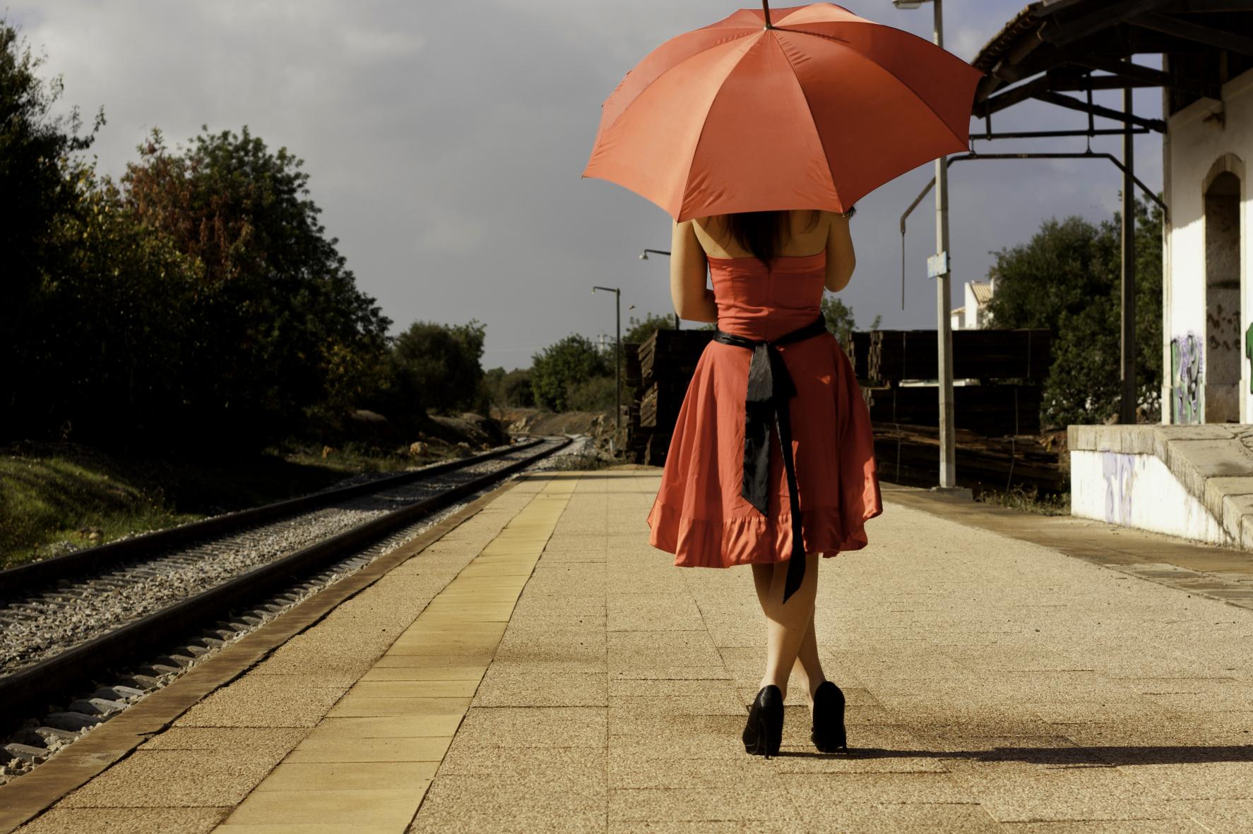 Kozzi-beautiful-woman-with-umbrella-1774 X 1183